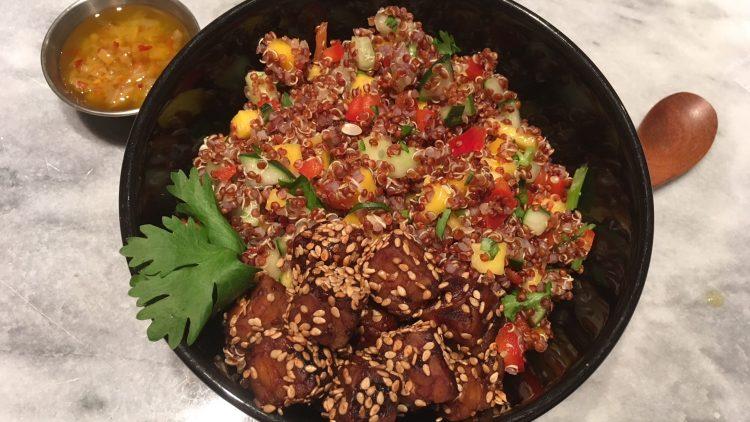 Recette – Bol de riz noir au tempeh mariné et citron confit
