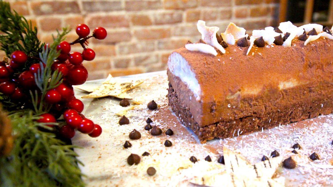 Bûche de Noël aux poires, chocolat et noisettes