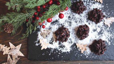 Recette de chocolats noirs croustillants aux canneberges, bleuets et fleur de sel