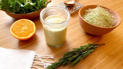 Recette de sauce salade à la fleur d'oranger et au romarin