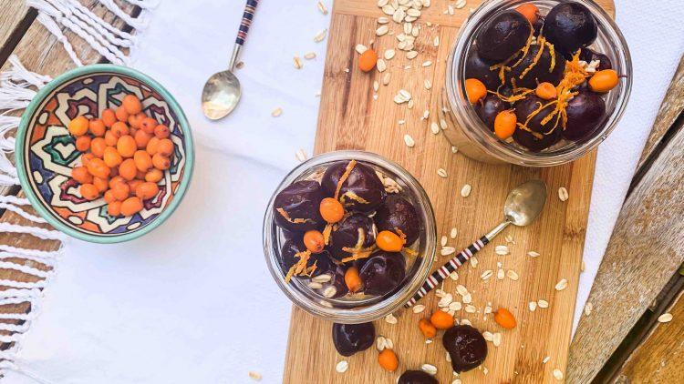 Gruau overnight aux cerises, amandes et zestes d'orange