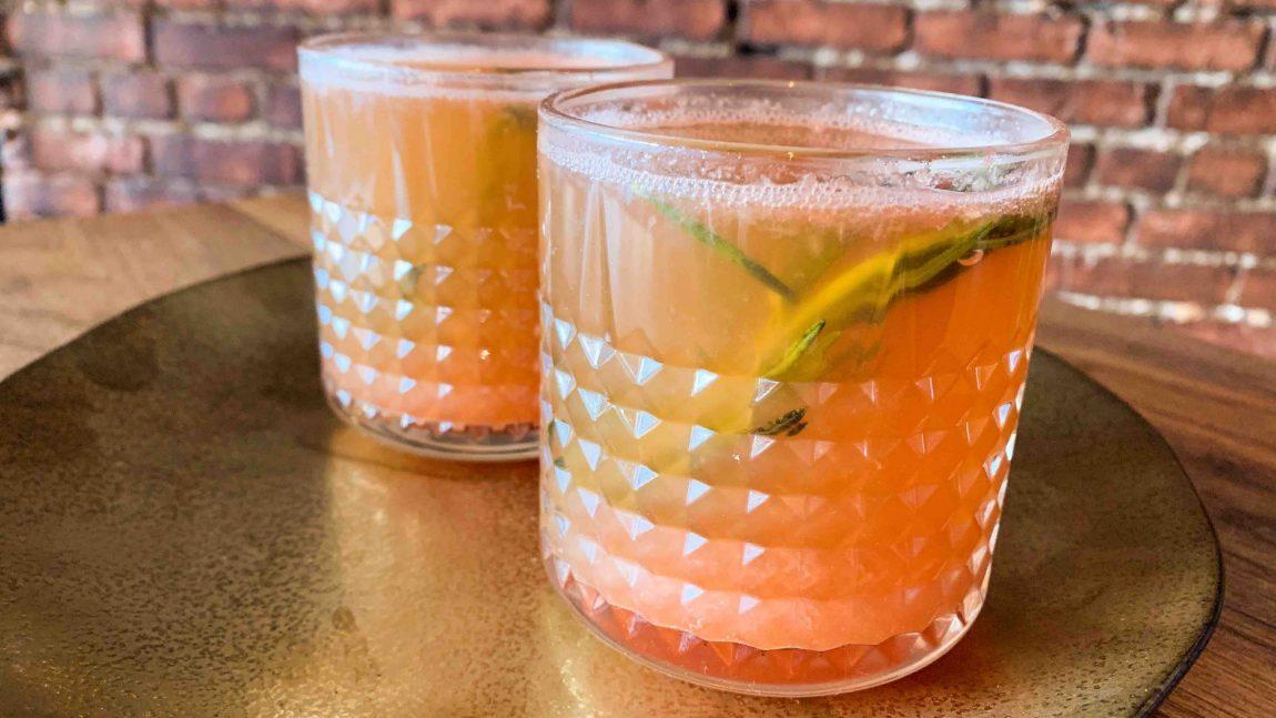 Cocktail au pamplemousse et romarin